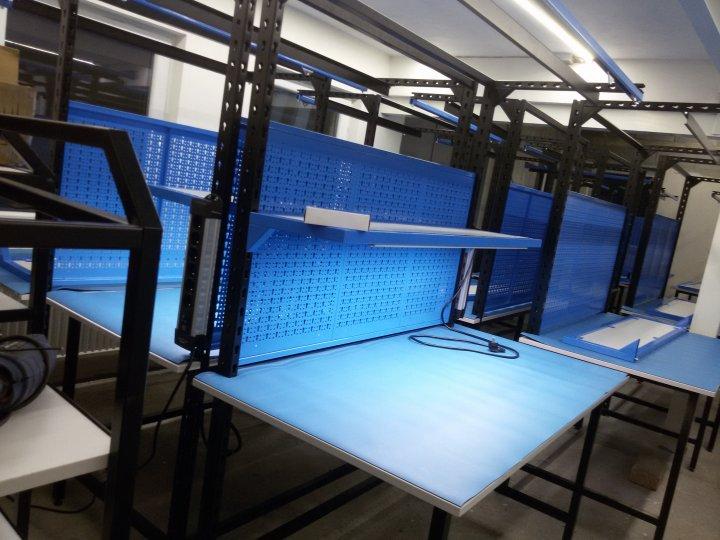 Montážní stoly a kontrolní stanoviště
